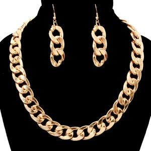 Jewelry - Gold necklace with earrings